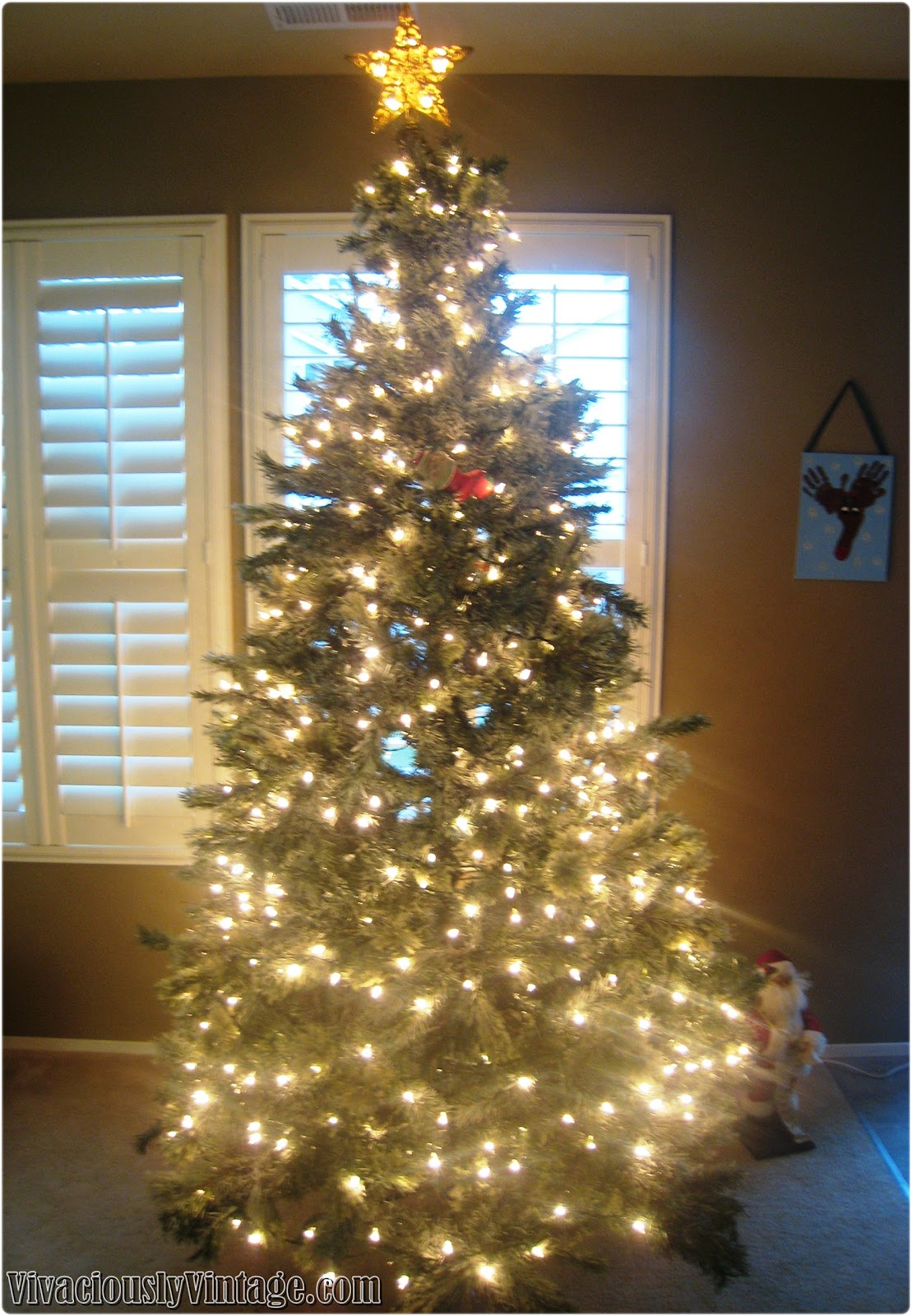 in hindsight looks like i could have used more lights in the middle - How To Decorate A Christmas Tree Like A Professional