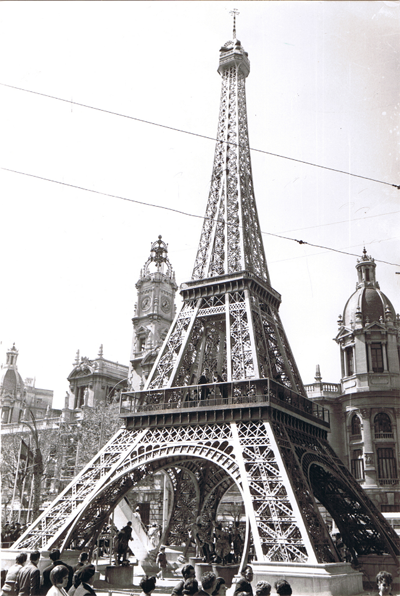 http://www.4shared.com/download/BoPAA9euce/Torre_Eiffel-1966-Gris.png