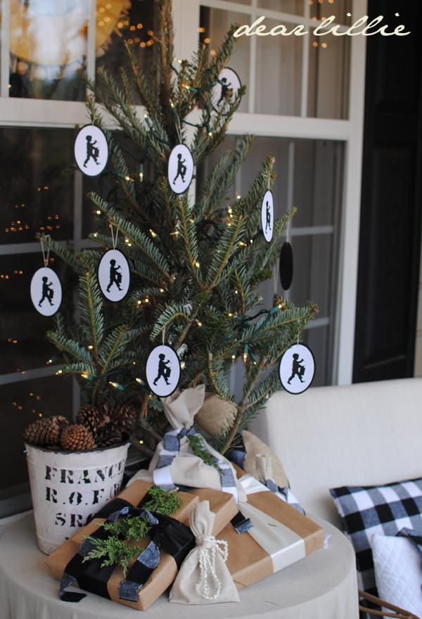 dear lillie our christmas porch. Black Bedroom Furniture Sets. Home Design Ideas