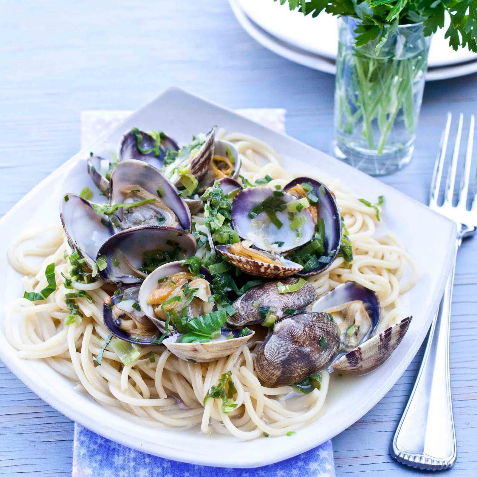 Leeks Braised With Wine And Garlic Recipe — Dishmaps