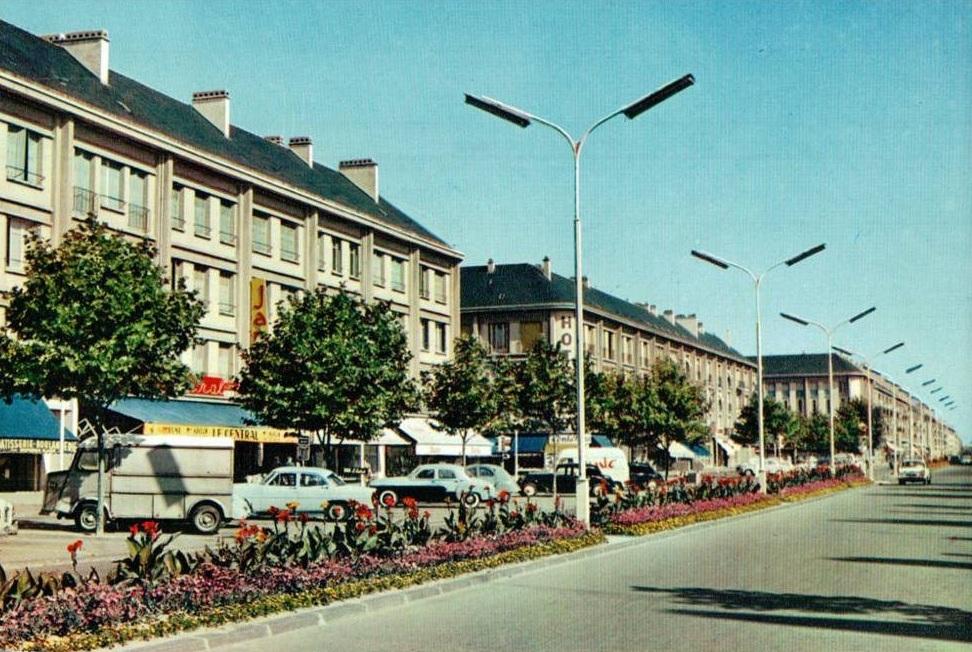 Saint nazaire reconstruction d 39 une ville st nazaire for Piscine st nazaire