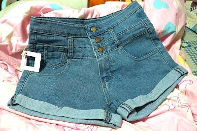 高腰牛仔褲 小復古感。
