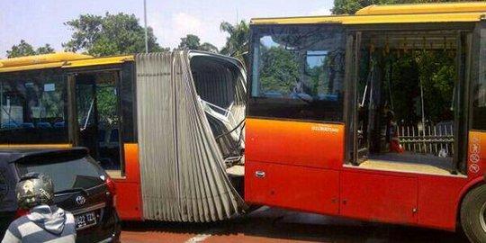 Ahok Sebut Bus Gandeng Transjakarta Patah Akibat Perawatan Buruk