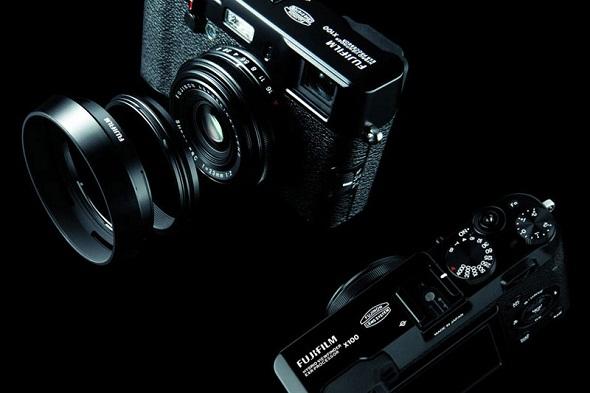 Fotografia della Fujifilm Finepix X100 nell'edizione limitata black edition
