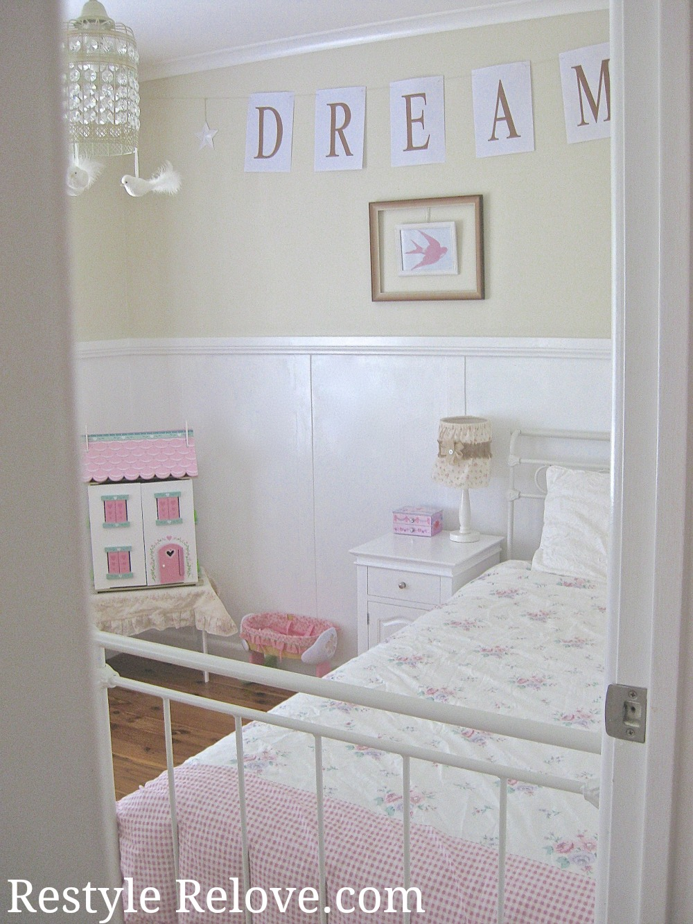 Little Girls Vintage Bedroom