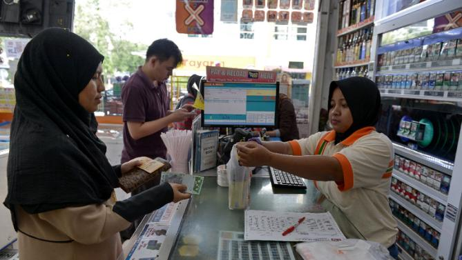 cashier malaysia 7 eleven