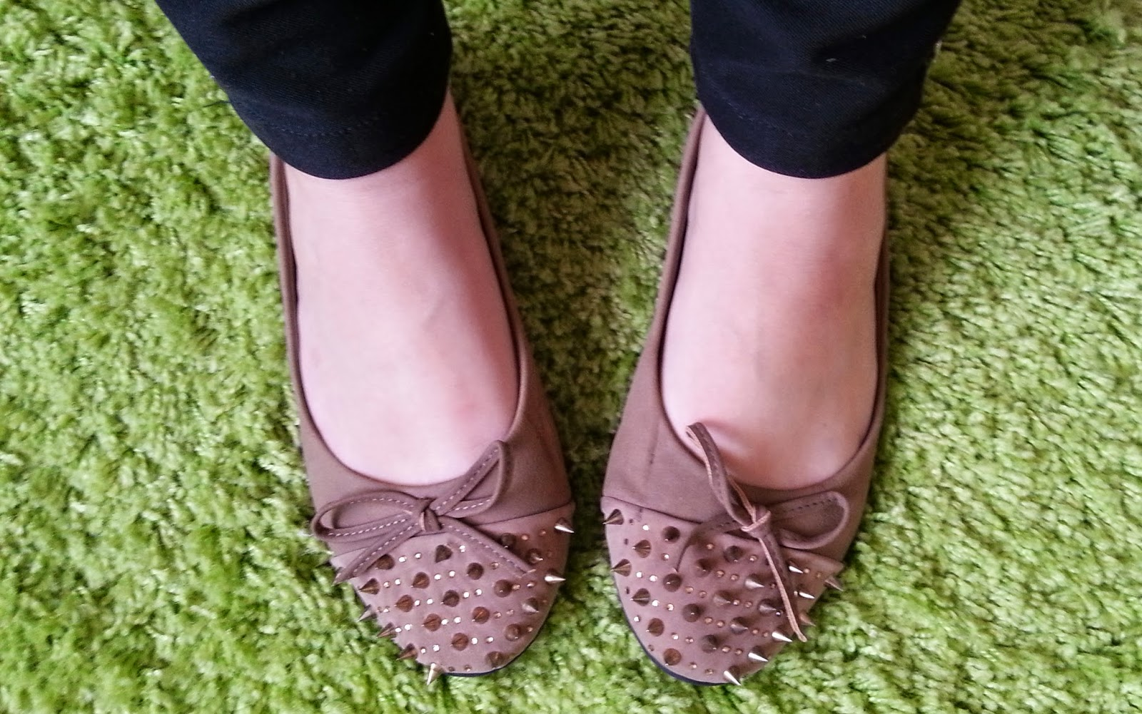 Inspire Magazine Online - UK Fashion, Beauty & Lifestyle Blog // £5 Sudette bow & spike flats; Inspire Magazine Online; Shoes; Bargain; Spikes; Quirky; BangoMango