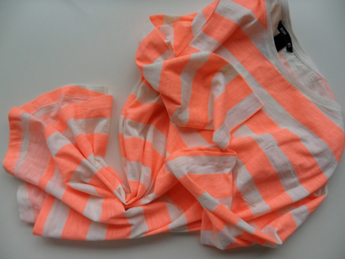 camiseta,fluor,H&M,estampado,rayas,blog,moda,low cost,rebajas,saldos,chollos,moda a buen precio