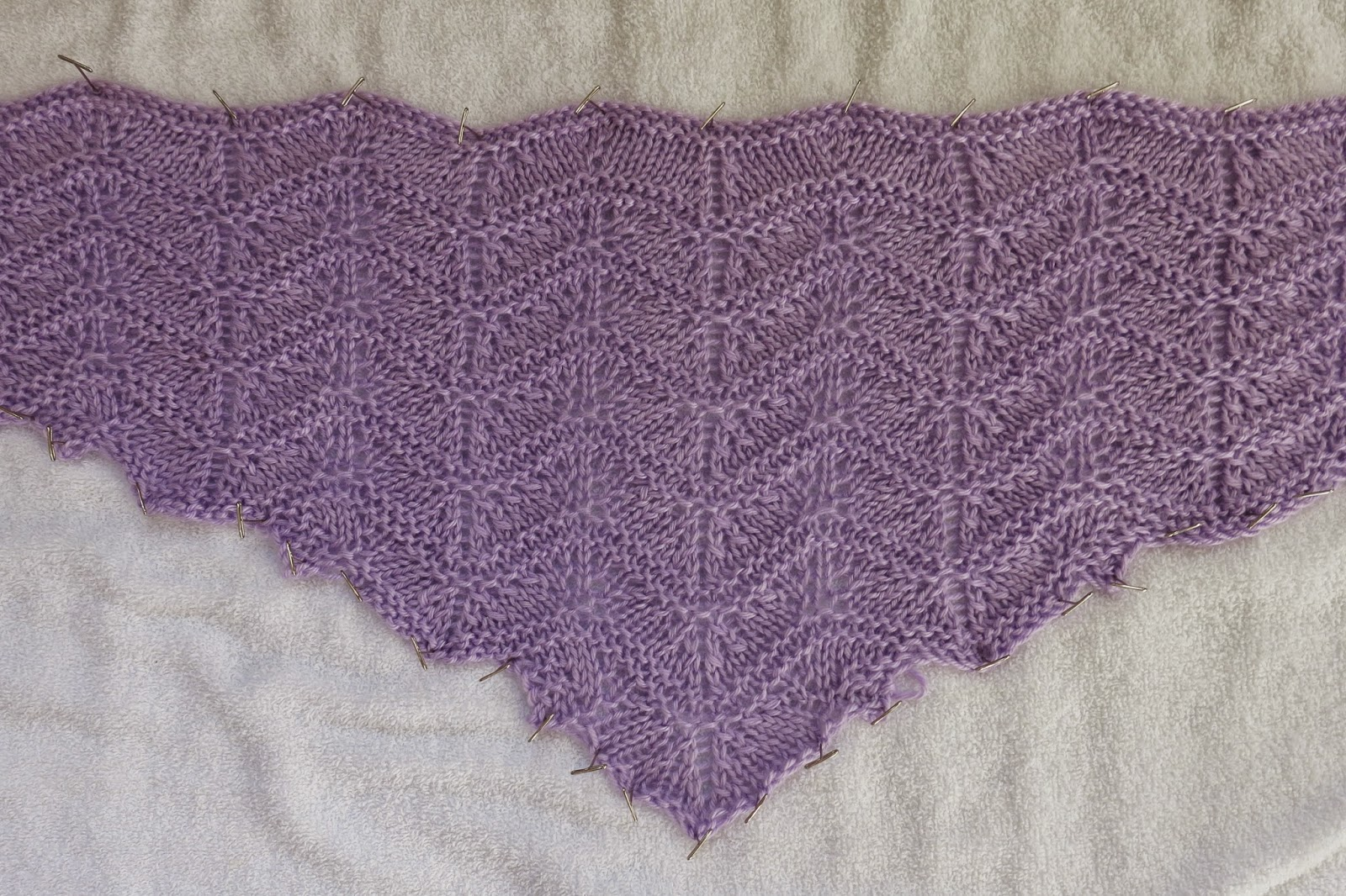 Free Knitting Pattern For Scalloped Edge : The Fuzzy Lounge: Favorites: Blossoms By the Brook Shawl Knitting Pattern