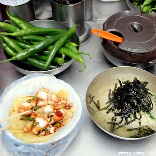 Empanadillas napjakmandu sin relleno y fideos coreanos