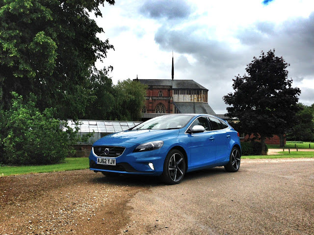 Volvo V40 T5 in Rebel Blue