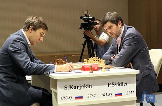Le Russe Sergey Karjakin face à son compatriote Peter Svidler en finale de la coupe du monde d'échecs - Photo © site officiel