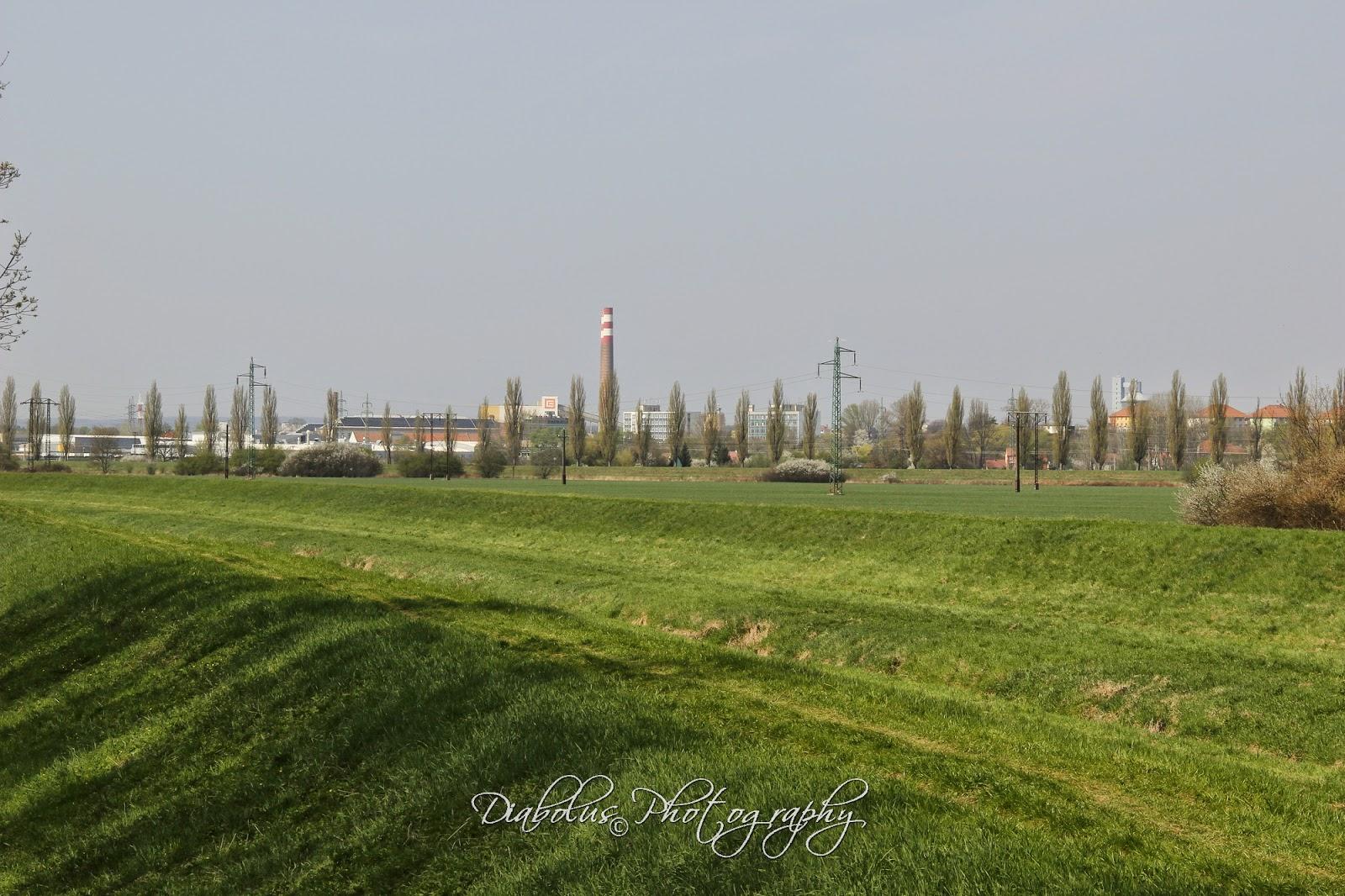 Pohled na Hodonín - elektrárnu ze slovenské strany