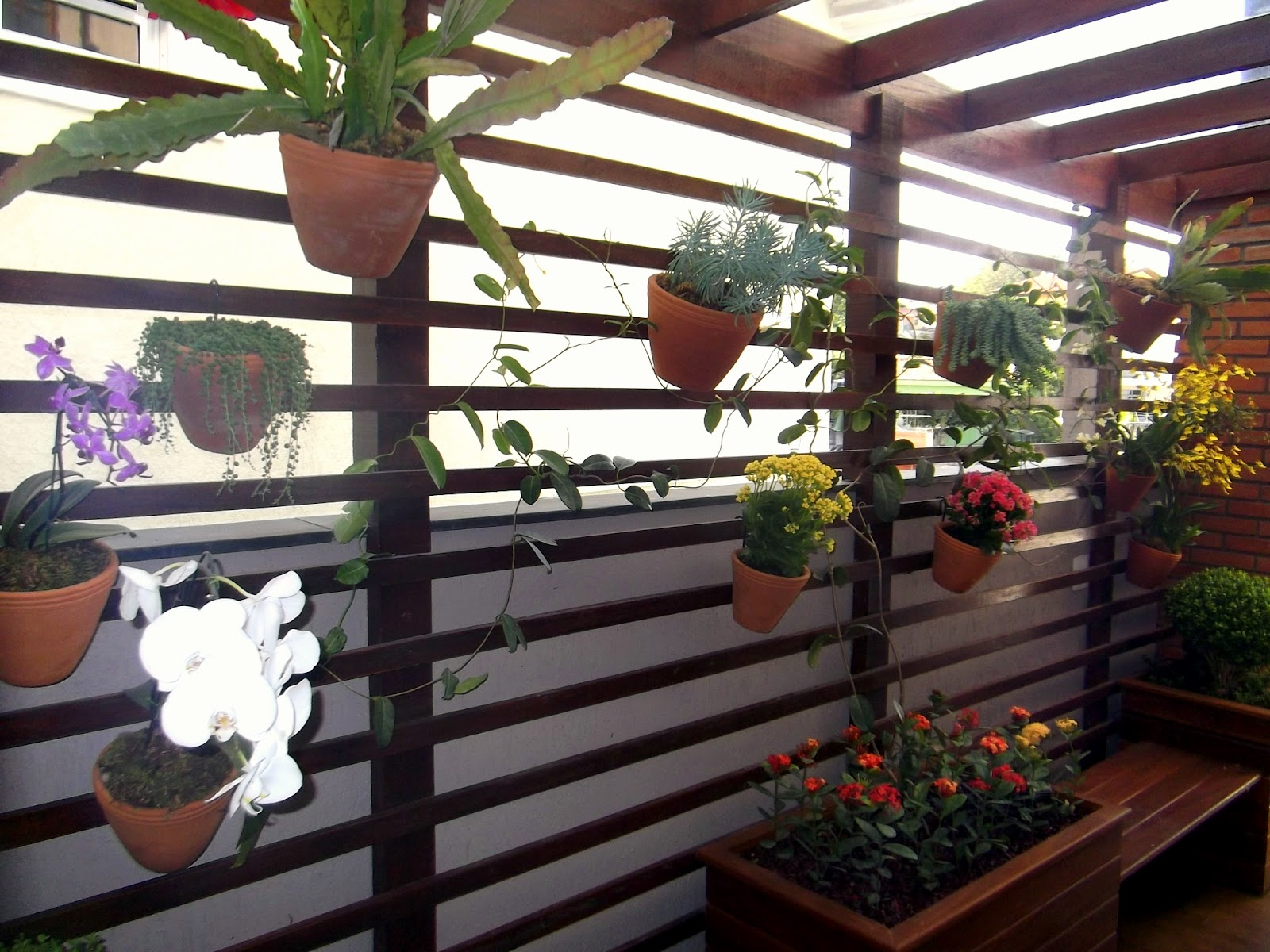 #837D48 Floreiras e bancos em madeira Cumaru Aurea Picarelli. 1600x1200 px caixas de madeira para orquideas @ bernauer.info Móveis Antigos Novos E Usados Online