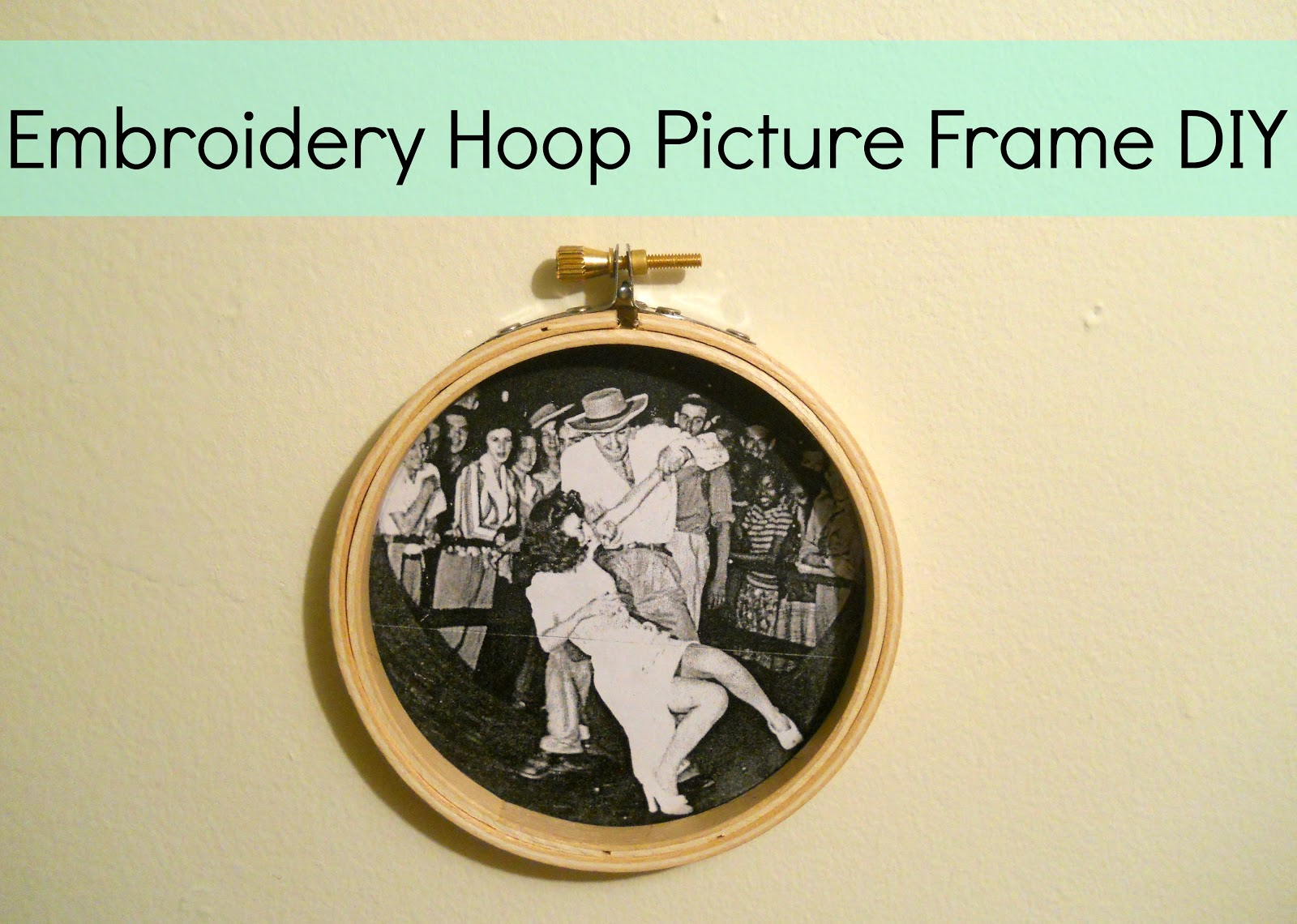 Running With A Glue Gun: Embroidery Hoop Picture Frame DIY