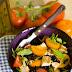 Sałatka z grillowanym kurczakiem, czarną fasolą i pomidorami