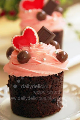 Valentine Chocolate Strawberry Cupcake With Strawberry Mascapone Frosting
