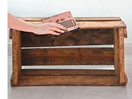 Como reciclar cajas de fruta haz manualidades for Como reciclar puertas de madera