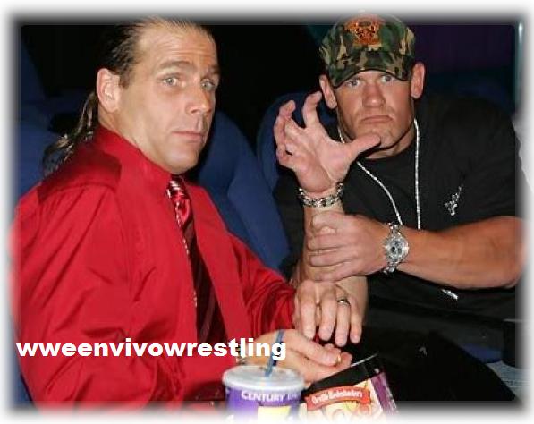 John Cena junto con Shawn Michaels hacen gestos divertidos, detras de camaras de Cena y Shawn Michaels