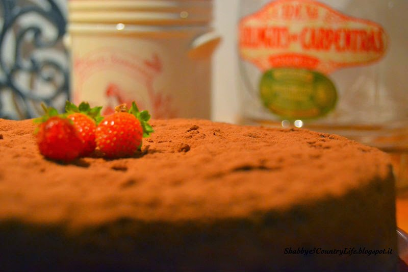 { My Caprese Chocolate Cake with latest Strawberries }- shabby&countrylife.blogspot.it