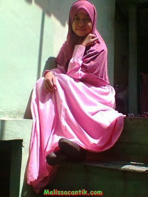 Foto Mesum Gadis Berjiilbab Gamis Syar'i Lagi Horni Berat