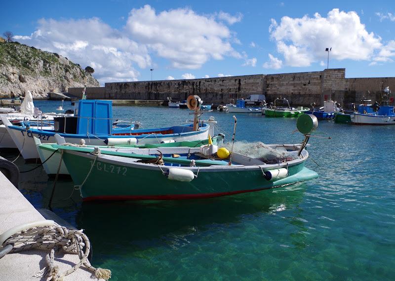 Fischerboote im Hafen von Castro Marina (Apulien)