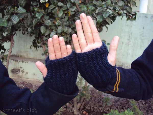 Easy crochet finger-less gloves