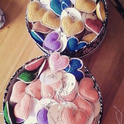 llaveros a crochet en forma de corazón