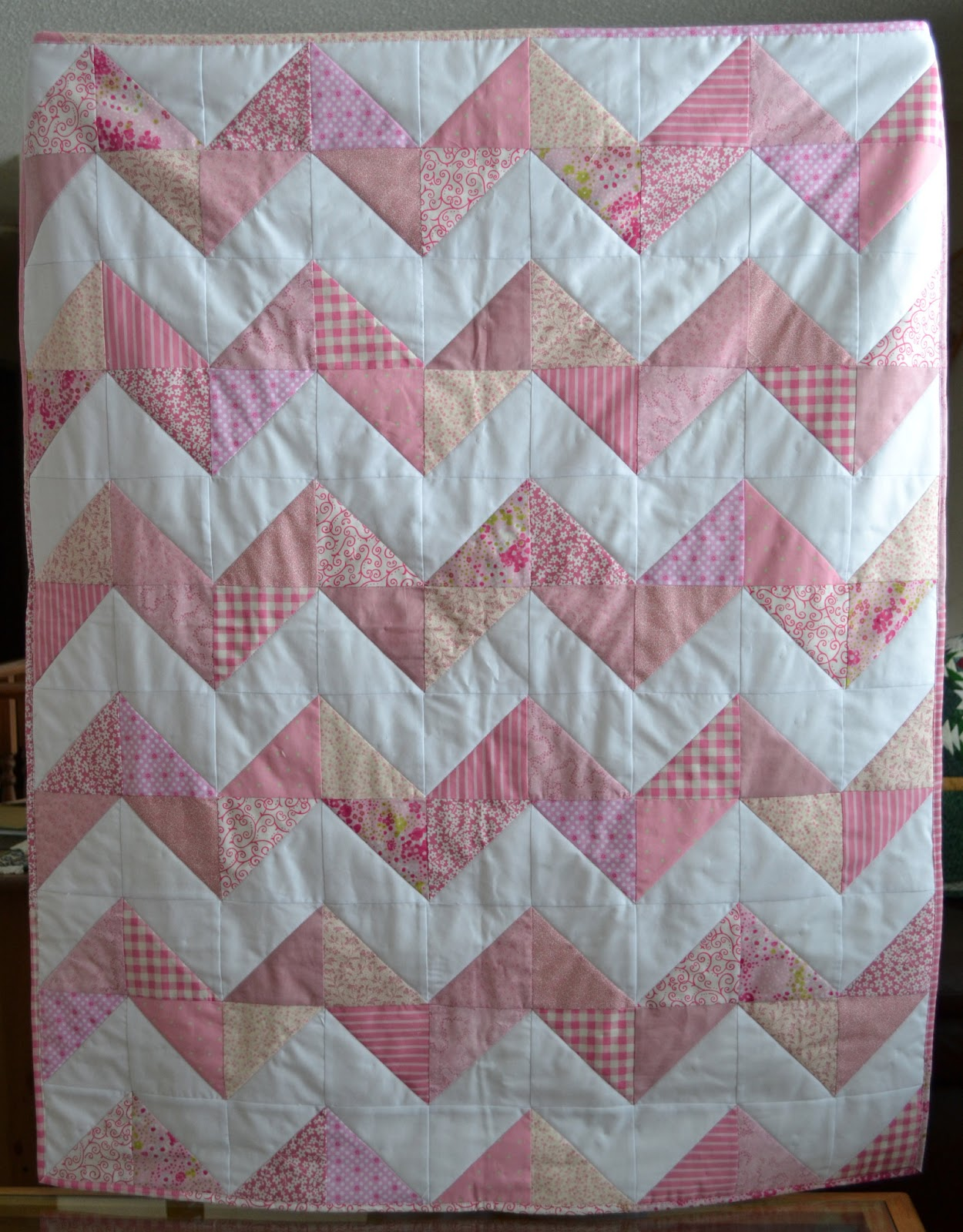 Quilting Designs For Chevron Quilts : Magpie Quilts: Pink Chevron Quilt Tutorial