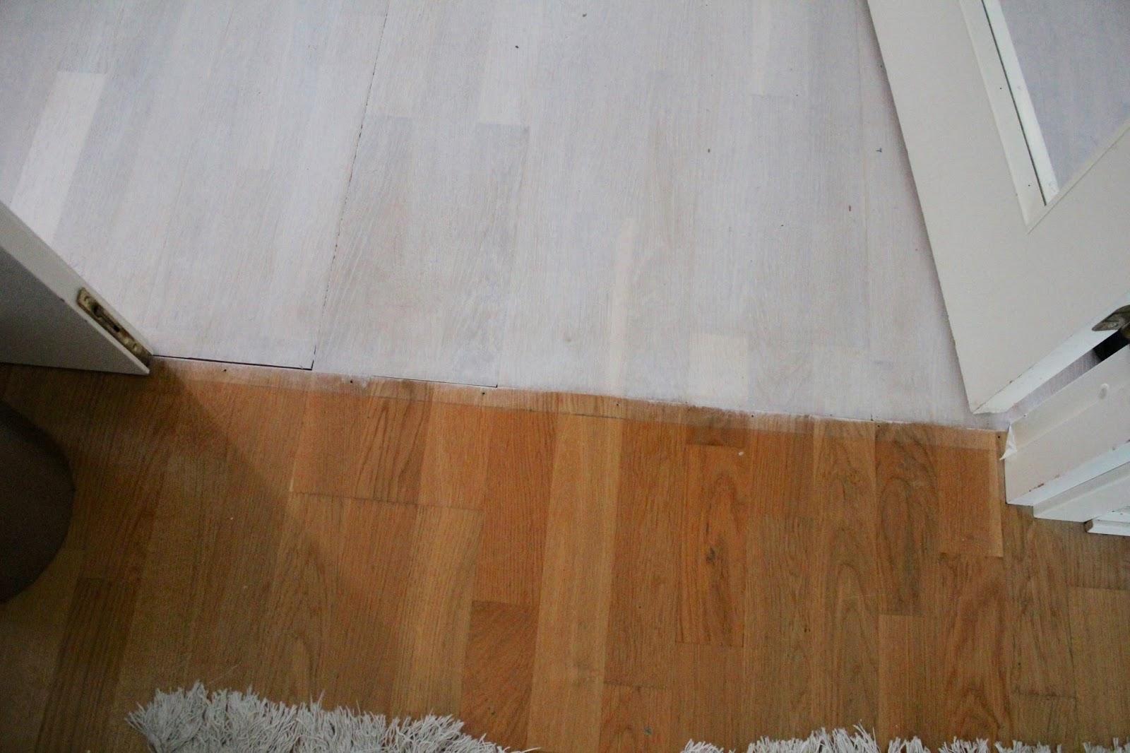 Funkynality: Vardagsrumsgolvet renoveras vithårdvaxoljas (vitlaseras)
