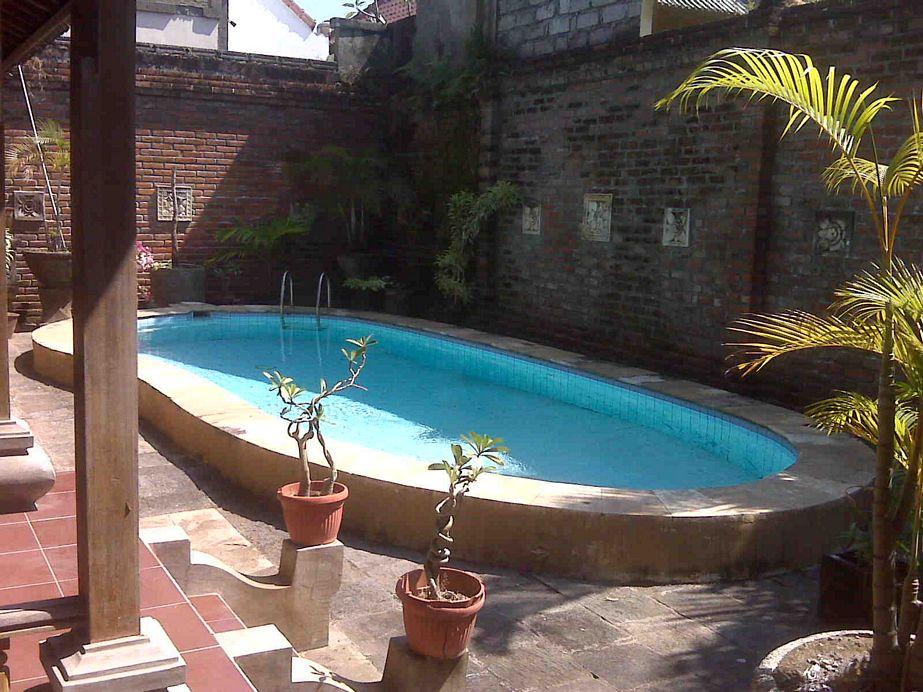 gambar rumah ada paviliun dan kolam renang menarik