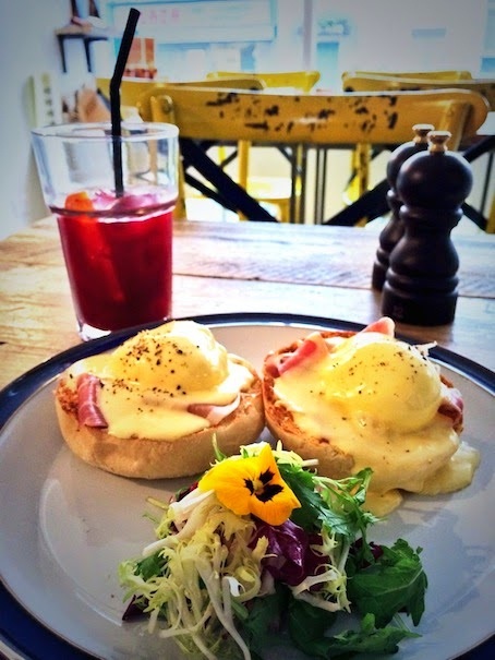 Wildflower Cafe Notting Hill - Eggs Benedict with edible flower