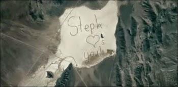 Ζωγράφισε στην έρημο για να στείλει μήνυμα στον αστροναύτη πατέρα της - ΒΙΝΤΕΟ