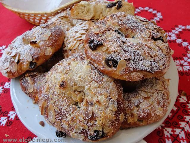 Rosquillas de almendras y cerezas