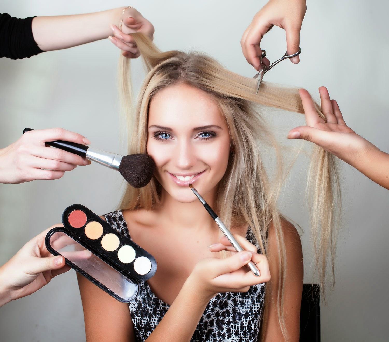 Die Schritte mit Make-Up für jung aussehen