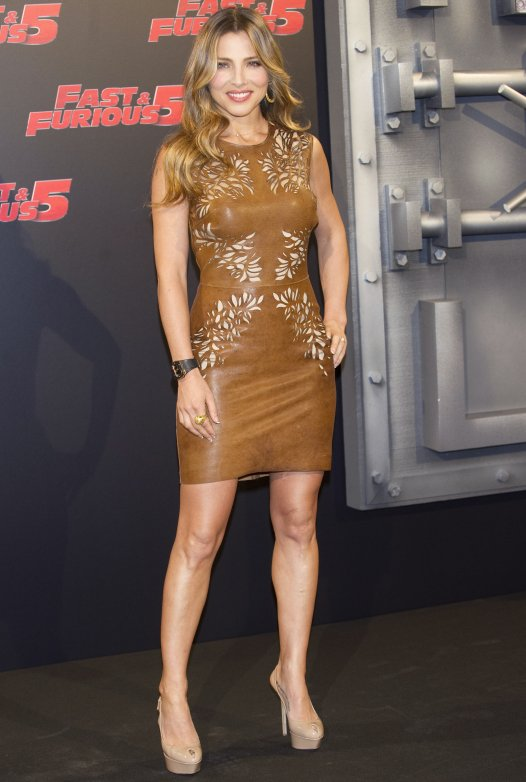 hollywood s celebrities 1 elsa pataky in brown leather dress