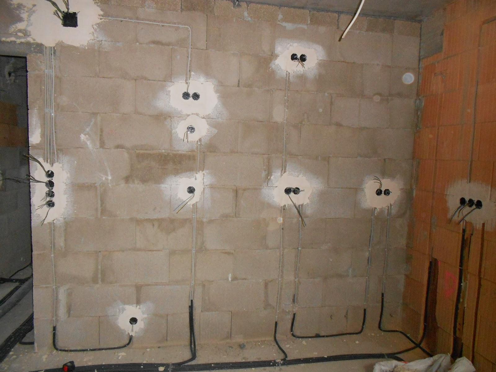 unser traum vom haus kabel verlegt und fenster eingebaut. Black Bedroom Furniture Sets. Home Design Ideas