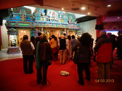 Devotees of Jagadguru Kripalu Maharaj learning Gita with Swamiji