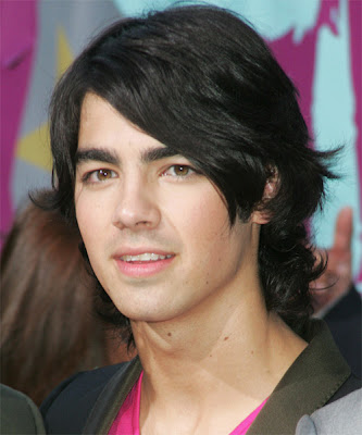 JOE JONAS MEDIUM LAYERED HAIR STYLE