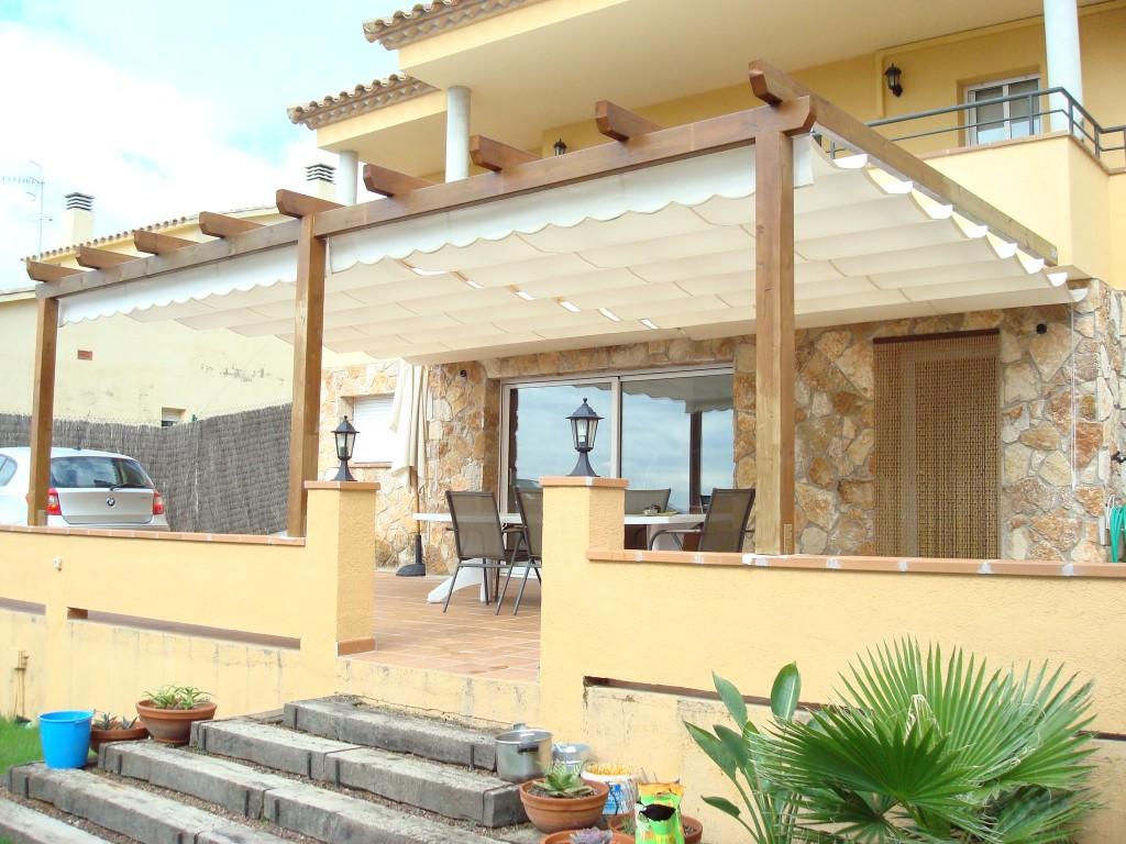Carpinteria FustMar: Pergola adosada cubierta con toldo acrilico