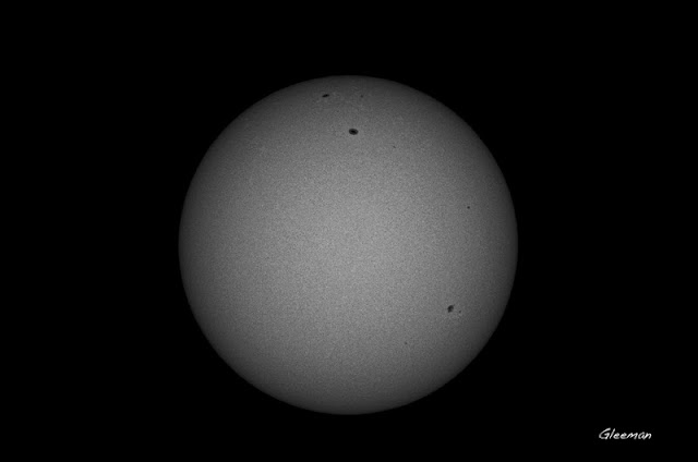 黑白加強處理後,太陽米粒組織更明顯。solar granulation and sunspot  Pentax 75SDHF ND400x2 Baader solar continuum filter  Televue Powermate 2.5x Pentax k5