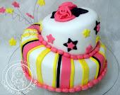 Bolo 15 anos Pink e Amarelo (bolo torto)