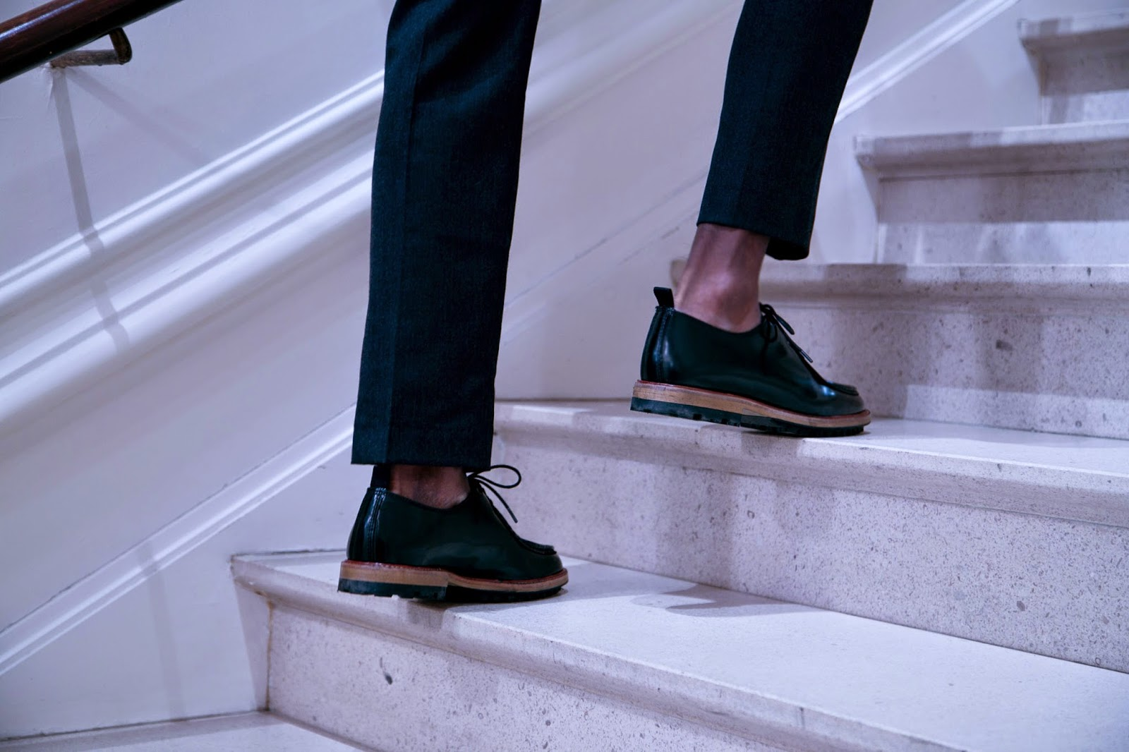 HOW TO WEAR CAHSMERE SUIT BLACK SWEATER SHOES