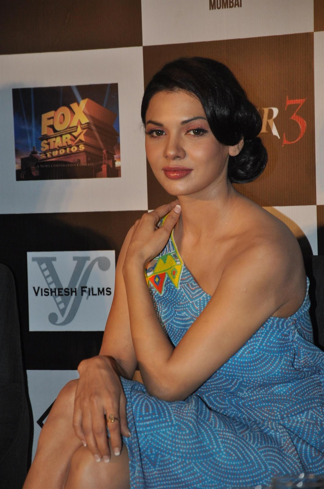 Sara Loren and Aditi Rao Hydari Super Sexy At 'Murder 3′ Press Meet At Lounge Dinner Bar In Mumbai