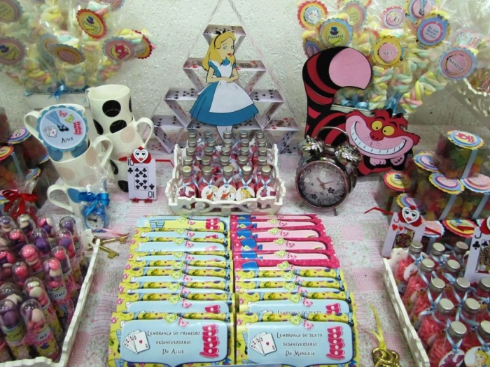 Alice in wonderland inspired desserts table party ideas - Alice in wonderland tea party decorations ...