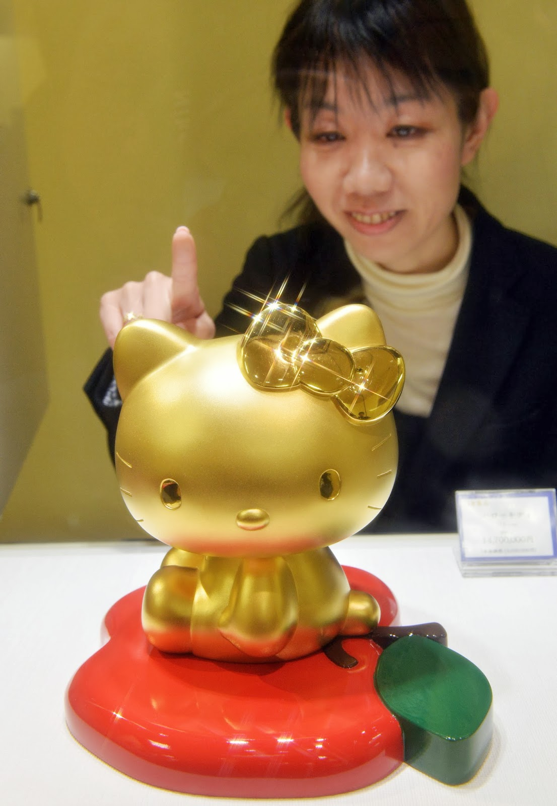 Bridal robe, Business, Chocolate, Economy, Exhibition, Gold, Gold Expo, Gold made products, Hello Kitty doll, Japan, Mika Kano, Million Yen, Panda, Pure Gold, Tokyo, USD, World boxing champion, Yoko Gushiken,