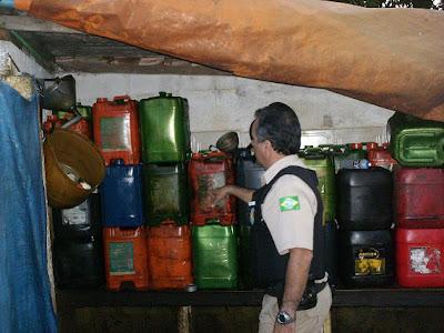 Dois homens são presos em Leopoldina por comércio ilegal de combustíveis