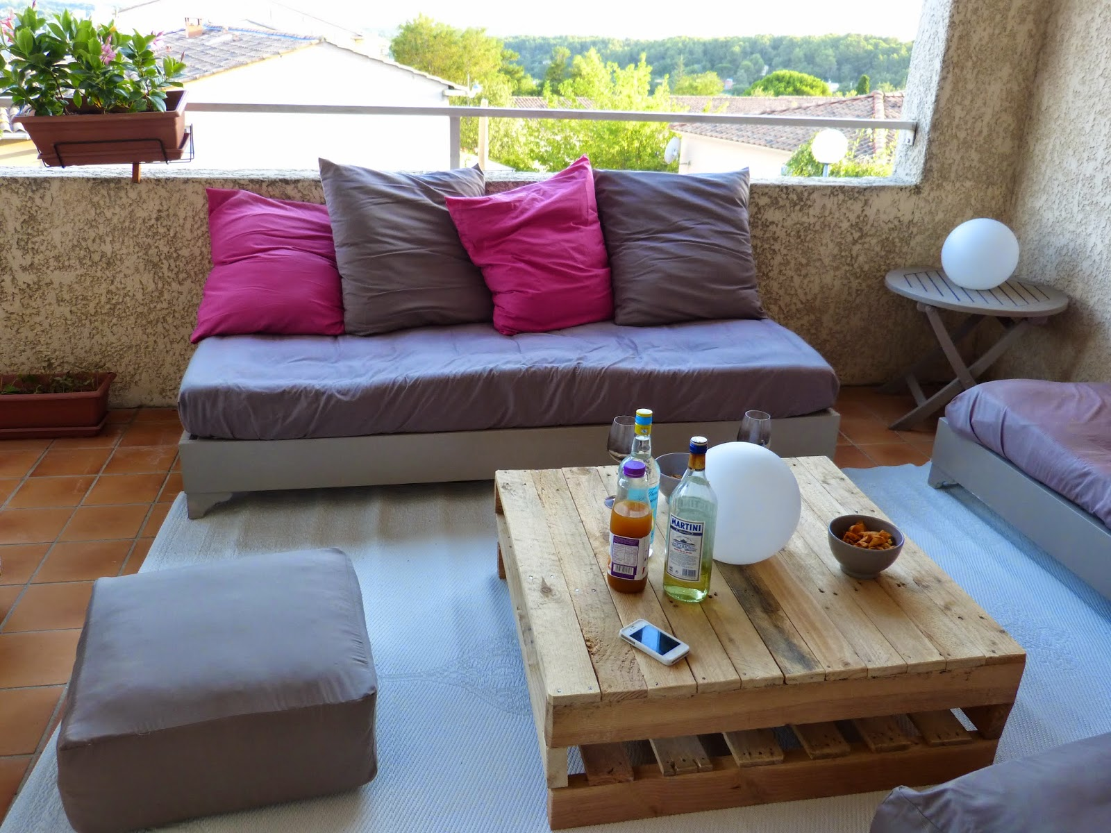 les canettes de sylvie des coussins pour la terrasse. Black Bedroom Furniture Sets. Home Design Ideas