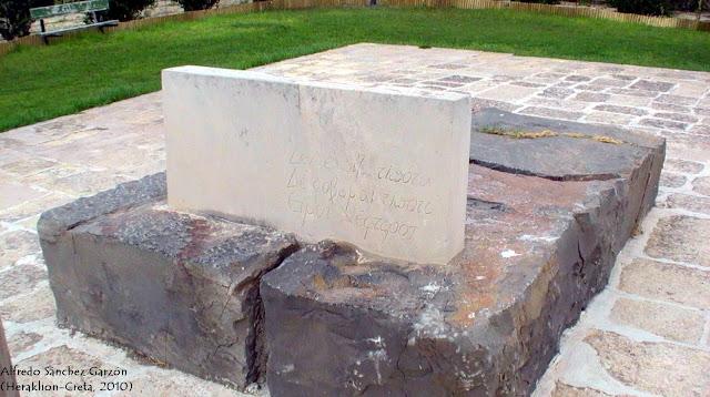 tumba-kazantzakis-heraklion-creta-muralla