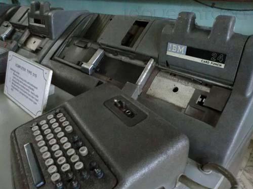 Komputer IBM Klasik di Museum Brawijaya Malang